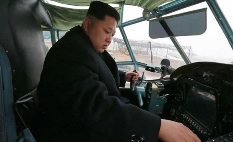 Ким Чен Ын, который любит авиацию, был замечен в кабине Ан-2