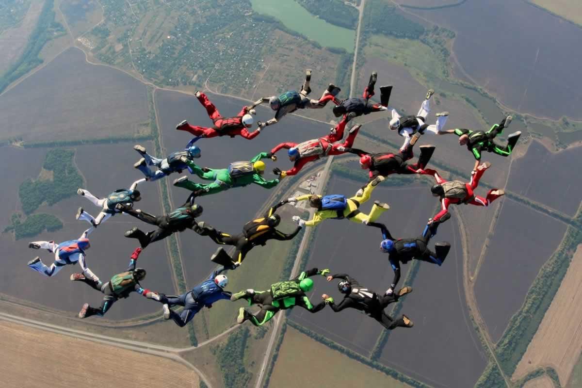 8 и 9 мая украинские спортсмены-парашютисты