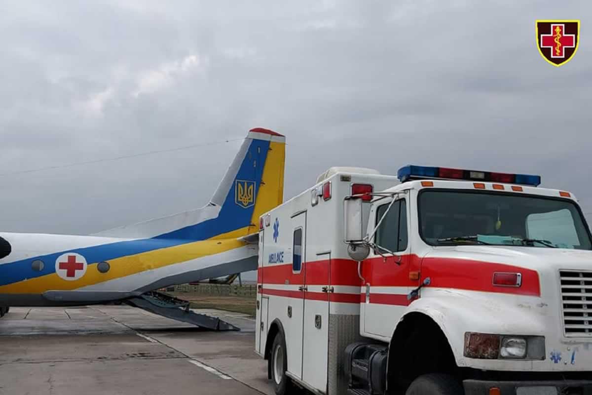 Самолет доставил из Харькова во Львов на лечение шестерых раненых воинов