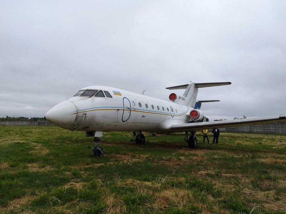 В Днепре продают пассажирский самолет