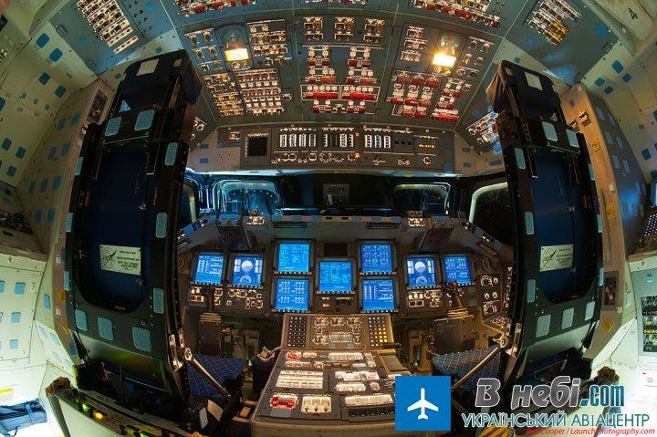 Фото шатлу Endeavour з середини